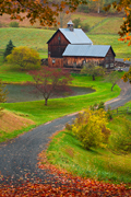 Autumn photograph of a Vermont barn.